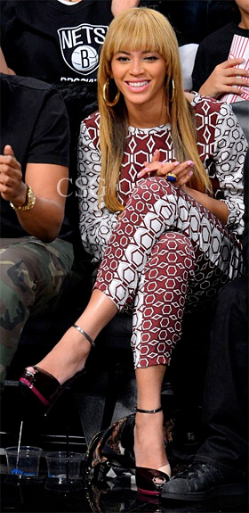 Beyonce-Printed-Silk-Top-and-Pants-at-the-Brooklyn-Nets-game-in-Brooklyn-